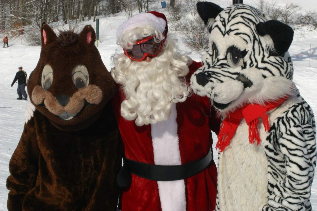 Santa chats with a couple of his Crystal Mountain friends.(Crystal Mountain/Facebook)