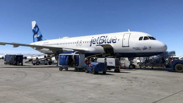 jetblue-plane-at-steamboat-springs-yampa-valley-airport-jpg-1559679916